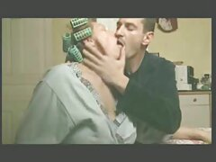 زن بالغ خود را در این نمایش سکس تلگرام فیلم نشان می دهد و یک دیک در توالت می خورد
