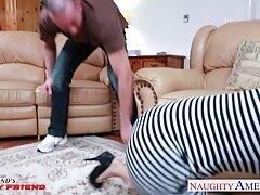 دهان چاق و چله الیا با لب های سیاه مردانه سخت در بوسه شیرین ادغام می شود و به تدریج در یک تربچه سیاه بلند عبور می کانال فیلم سکس در تلگرام کند.