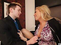 عوضی جوان کانال کلیپ سکس در تلگرام برای اولین بار استمناء روی دوربین