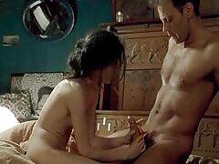 پدربزرگ دانلود فیلم سکس در تلگرام با خروس چاق خود یک شلخته جوان روی تخت را لگد می زند